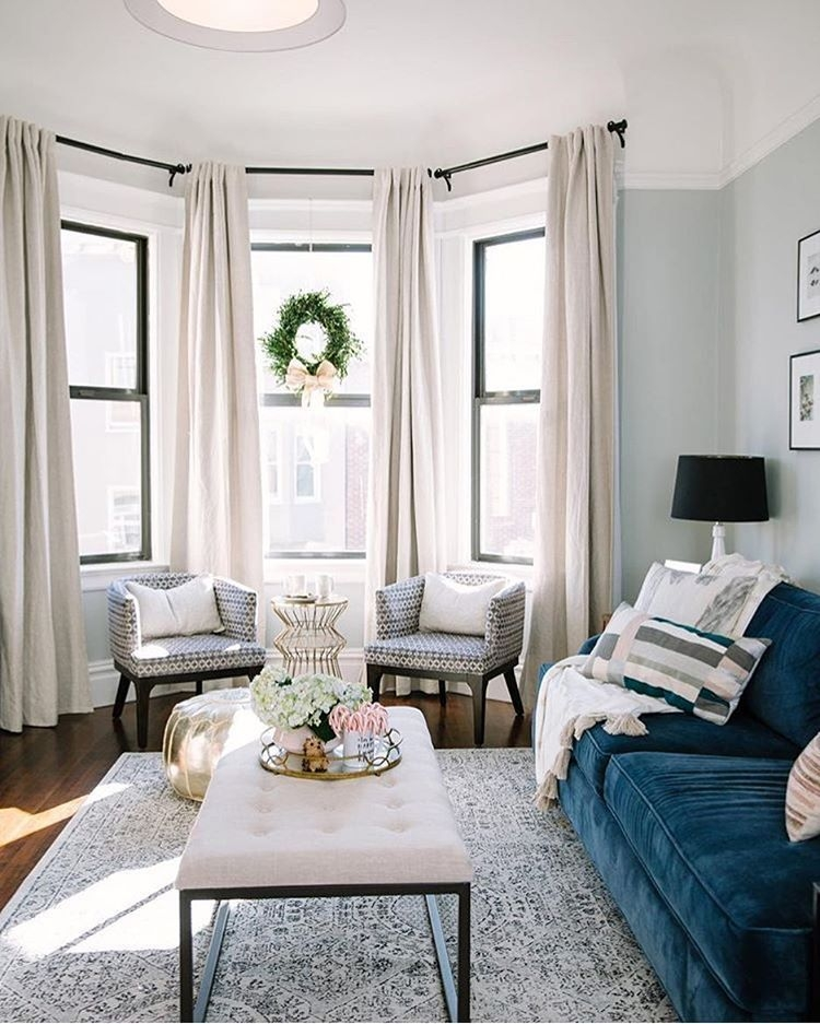 30 Bay Window Decorating Ideas Blending Functionality With Modern Interior Design  Living Room