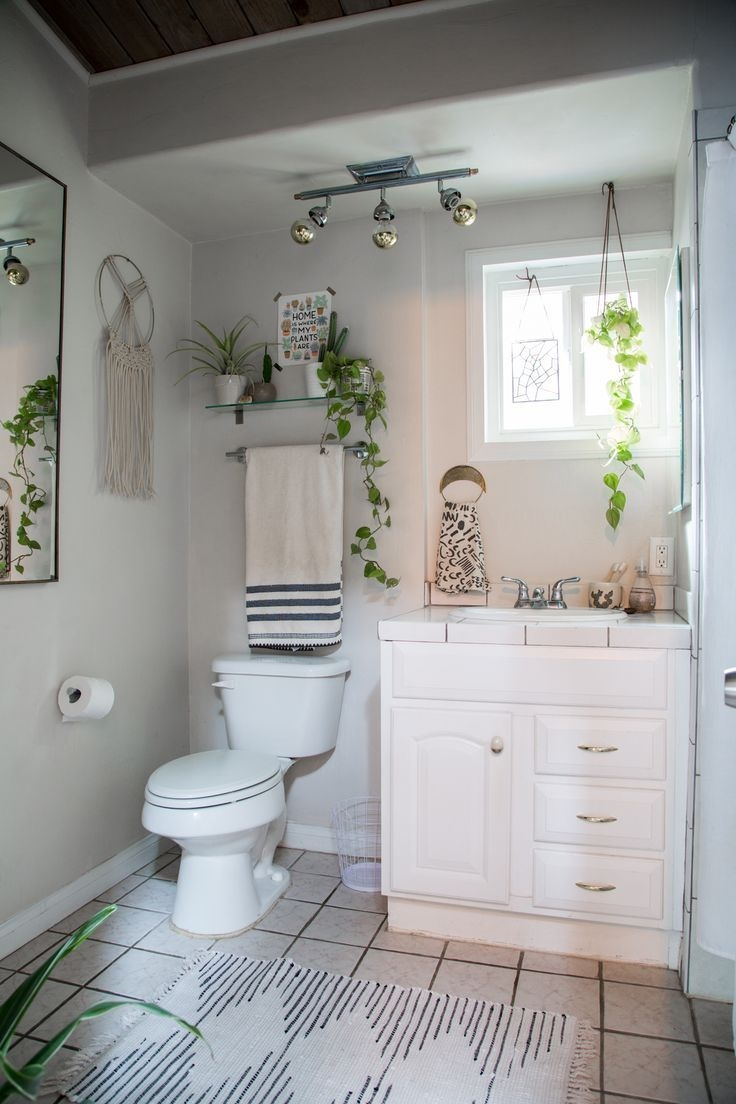A California Couple Mix Vintage Bohemian  Ojai Style  Bohemian Bathroom First Apartment